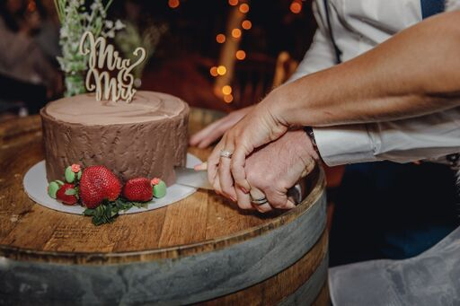 wine barrel cake stand
